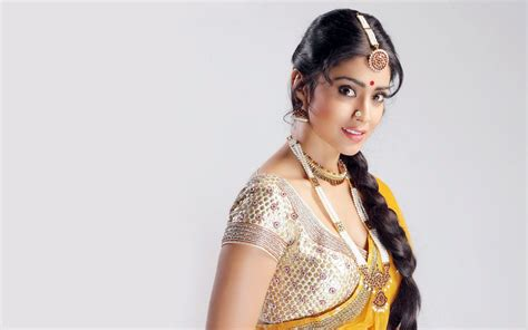 shriya saran  wallpapers hd wallpapers id