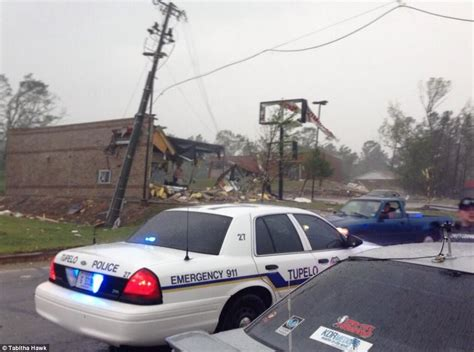 tupelo emergency room alabama mississippi and tennessee tornadoes leave trail of as another 11 die