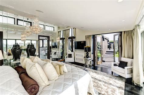 conny breukhoven interieur inside hugh grant s incredible former bachelor pad