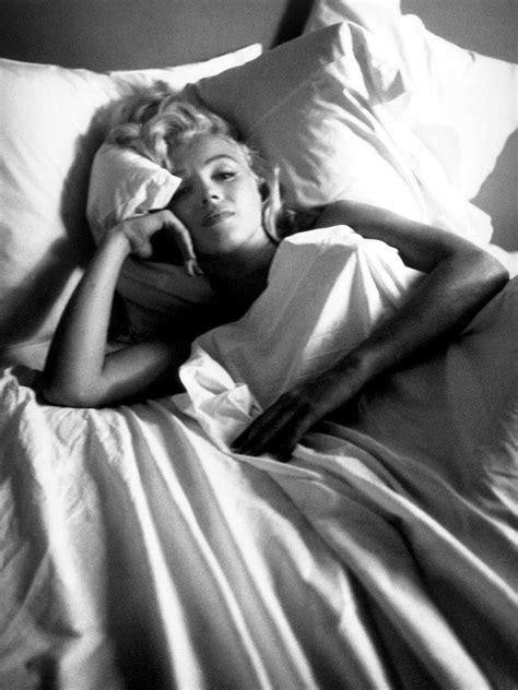 marilyn monroe in bed sleep in rollers no more restless nights beauty
