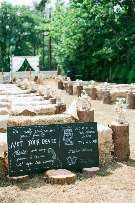 How Can Get Comfortable Wedding Hay Bales Seating ? WeddCeremony.Com