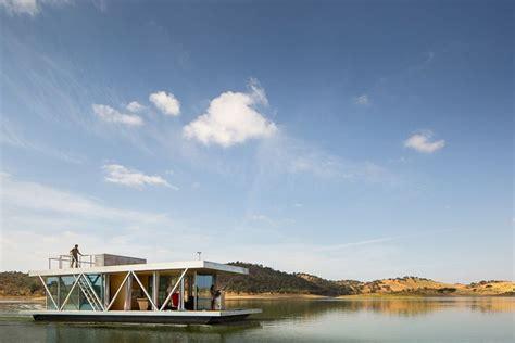 floating home tour floatwing designed by friday un concept de maison flottante pour toute destination