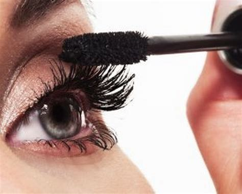 Mascara Make 10 ways to make your look bigger perks and style