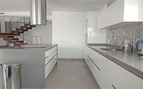 decorar pared de cocina una pared de azulejos elemento clave para decorar la