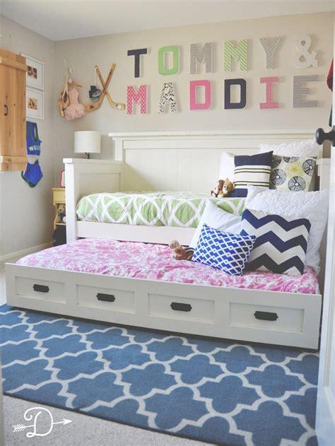 boy  girl shared bedroom diy daybed  trundle
