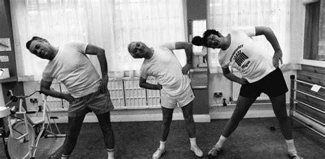 esercizi corpo libero casa esercizi a corpo libero come allenarsi in casa gqitalia it