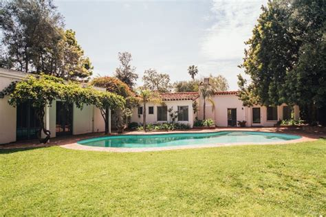 the monroe house marilyn monroe s brentwood home for sale for 6 9 million