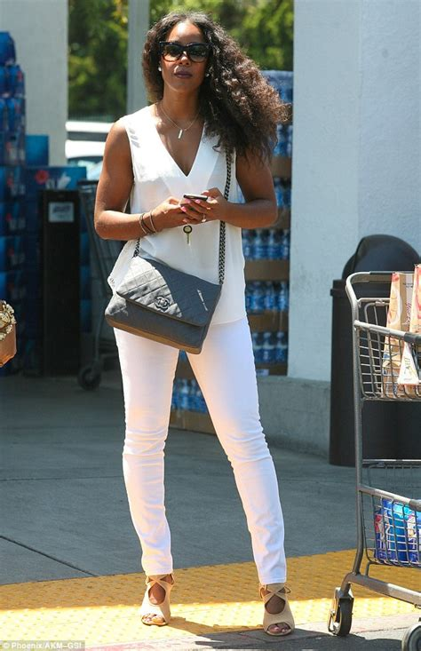 kelly rowland in a white tank top highlighing derriere in kelly rowland shows off her toned arms in an all white