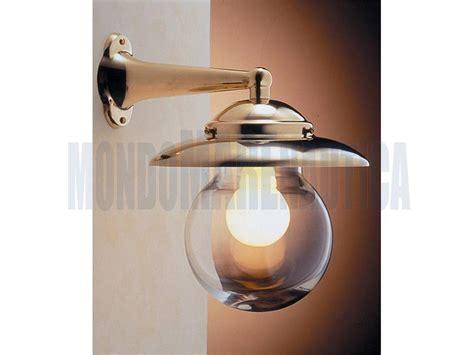 applique ottone lada a parete ottone con sfera di vetro in vendita