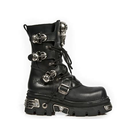 new rock reactor boots with 3 skull buckles
