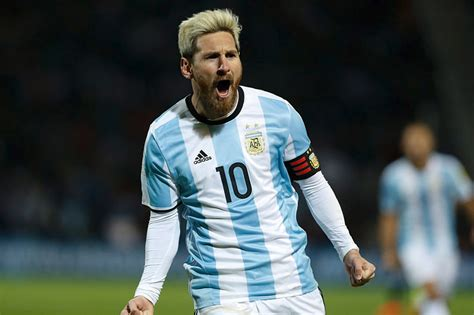 lionel messi goal puts argentina top of world cup