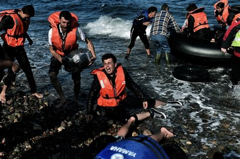 refugee boat sinks italy 7 children die after migrant boats sink off greece