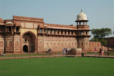 city world ford fort in agra wallpapers and images wallpapers