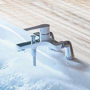 robinetterie baignoire sur gorge robinet de salle de bains robinetterie leroy merlin
