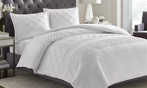 buy comforters online a simple guide to bedding the basics of a good night s