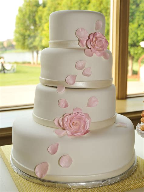 bridal cakes pictures simple chic wedding cakes we bridalguide