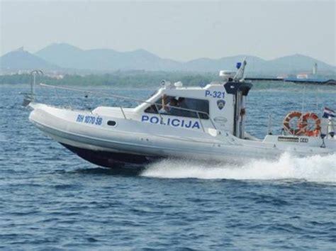 consolato croato in italia scontro tra gommoni in mare in croazia morto un turista