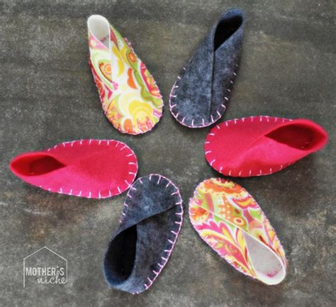 diy felt baby shoes felt baby shoes easy diy project