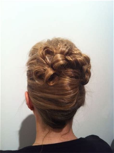 wemen with pleats in hair on pinerest french pleat with barrel curls peinados de novia
