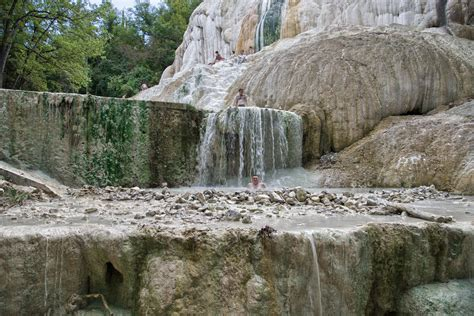 bagni di san filippo toscana bagni san filippo trekking in toscana tra natura e terme