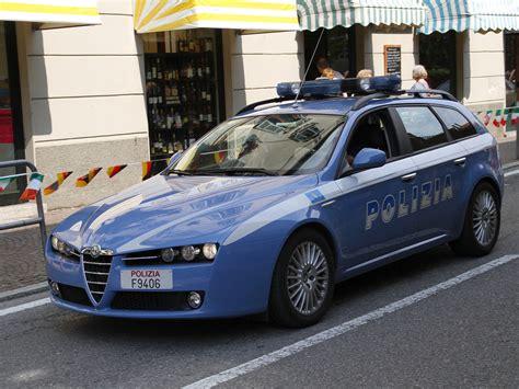 banco credito siciliano comiso tradito dal naso da pugile la polizia arresta il