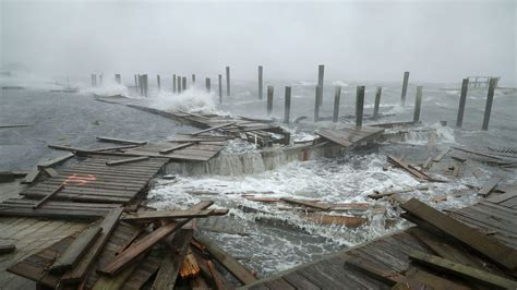 boat crash wilmington nc hurricane florence batters north carolina with storm surge
