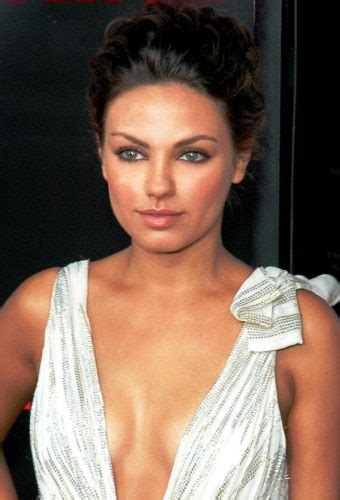 hollywood actress figure size list mila kunis body measurements height weight bra size age