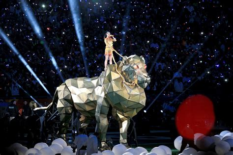 katy perry super bowl tattoo katy perry super bowl halftime show singer gets xlix