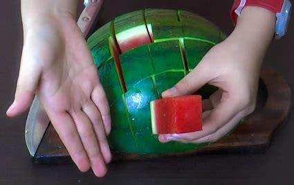 tutorial membungkus kado praktis cara memotong semangka dengan praktis agar lebih mudah
