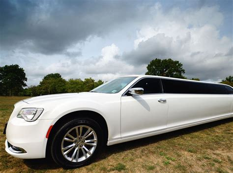 Chrysler Stretch Limo by Chrysler 300 Stretch Limousine Chrysler 300 Limo Rentals