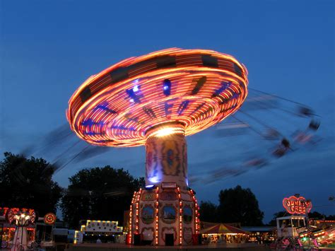 flying swing ride file chair o planes night jpg wikimedia commons