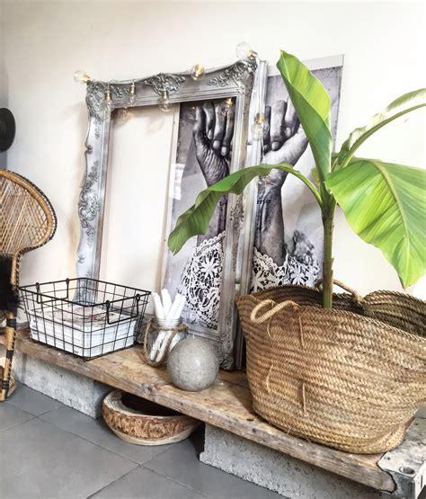 Home Decor Bali Inspiration Balinaise Avec Bois Brut Panier Et Rotin Sans Oublier Le Mini Bananier Home