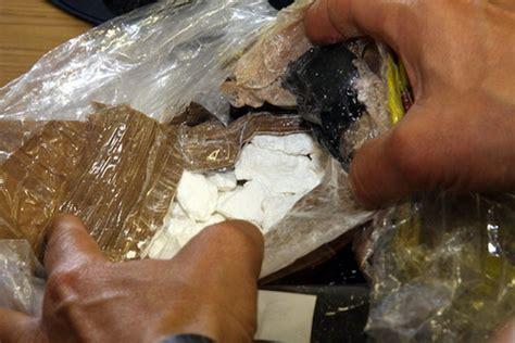 cocaina fatta in casa con la droga in casa 35 enne denunciato dai carabinieri