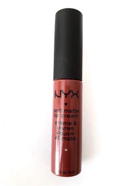 Lipstik Nyx Budapest nyx soft matte lip budapest review swatches