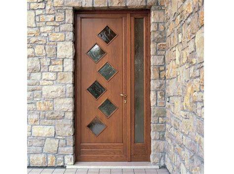 porte in pino porta d ingresso in pino by carminati serramenti