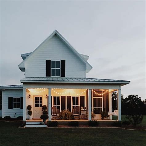farmhouse style homes best 25 white farmhouse exterior ideas on