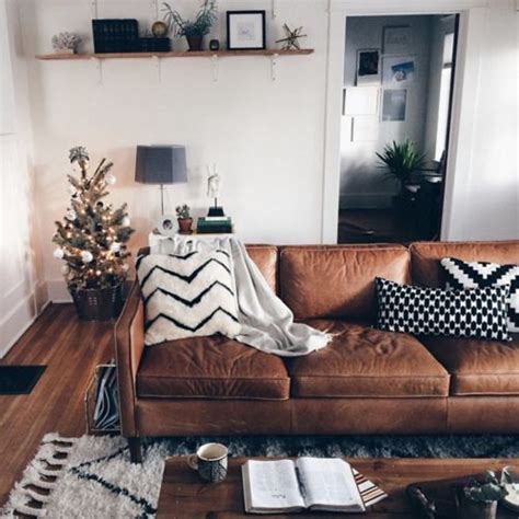 cushion ideas for brown sofa 25 best ideas about brown sofa decor on pinterest brown