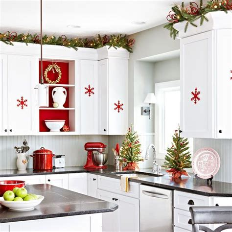 christmas decorating ideas for the kitchen 25 best ideas about christmas kitchen decorations on