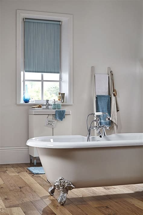 bathroom blind ideas 25 best ideas about bathroom blinds on pinterest kitchen window blinds house blinds and