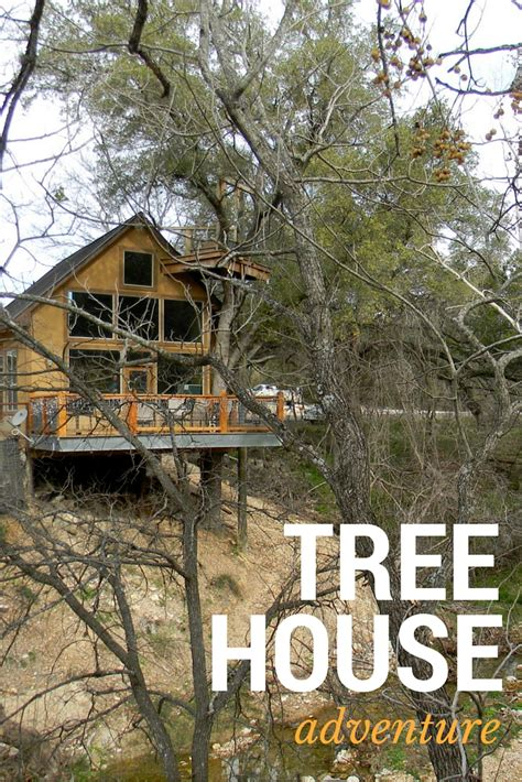treehouse new braunfels sleep in a treehouse rental for a unique sky high