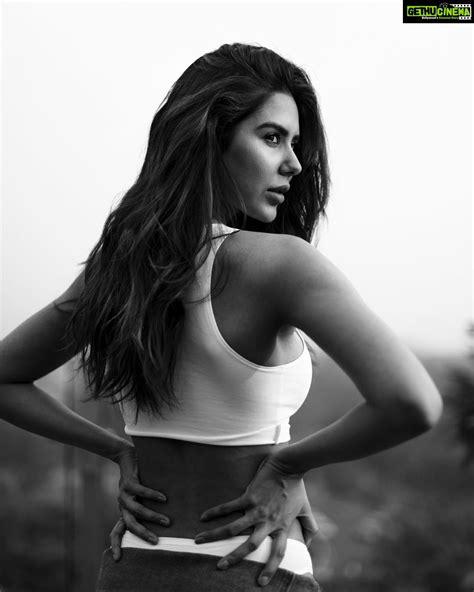 Actress Sonam Bajwa Top Best Unseen HD Glamorous Photo