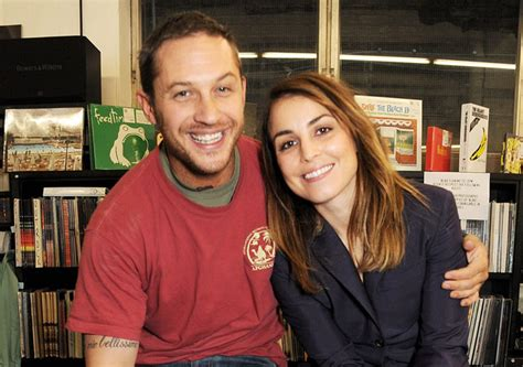 Noomi Rapace And Tom Hardy Cuddle Up To Cute Puppy While | noomi rapace e tom hardy in animal rescue stanze di cinema