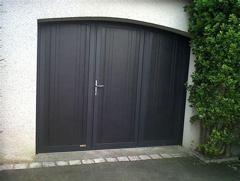 porte de garage 3 vantaux pose de porte de garage autour de rennes aluminium