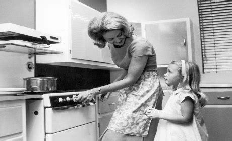 femme au foyer 1960 plus stress 233 es 224 la maison qu au boulot causeur