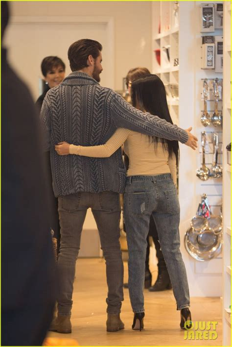 kris jenner kim kardashian find out about scott disicks kourtney kardashian scott disick fill out a registry