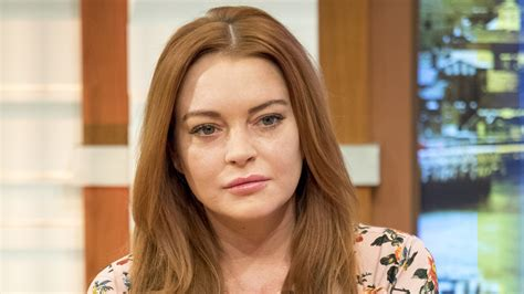 asian actress died 2017 lindsay lohan claims she was profiled due to headscarf at