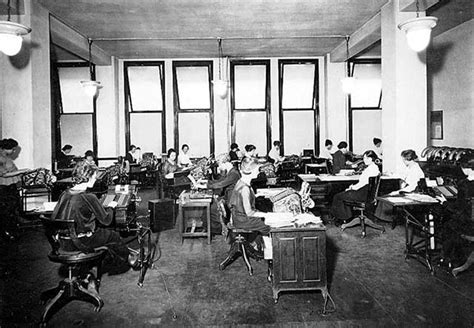 30 Interesting Vintage Photographs of Old Offices in the