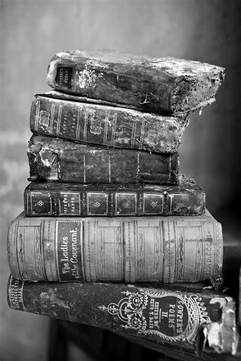 Pin de C.L.A em books | Fotografia preto e branco, Livros