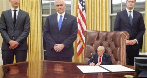 what desk did trump choose hilarious donald trump memes 20 pics funny memes