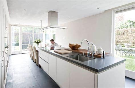 houten keuken creative kitchen backsplash ideas gaaf met de eettafel aan het kookeiland keuken